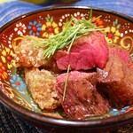 146392107 - ✦牛ハラミの炭火焼きとゴボウ豆腐                       お腹ぺこぺこな時に食べたかったお気に入りの1品。                       いつまでも噛んでいたい肉厚の牛ハラミ。                       ゴボウ豆腐はわらび餅みたいなとろとろ感で幸せになれる。
