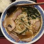 王府 - 料理写真:醤油チャーシューメン&小ライス