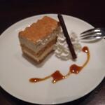 三笠会館 聖せき亭 - コース最後はデザートをテーブル席で