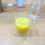 志高 - 先ずは朝のオレンジジュースで目を覚まします。