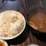 レストランひぐらし - 竈門炊きの玄米入りご飯。