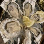 牡蠣ツ端 - * 生牡蠣食べ比べ6種盛 2,480円