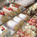 シェ・アオタニ - イチゴロールケーキ美味しそう!