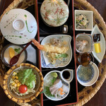 Yamadayanounagi - 蓋の中身は茶碗蒸しと豚の角煮、大根です。