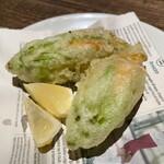 146418275 - ズッキーニの花のフリット アンチョビとモッツァレラチーズ詰め