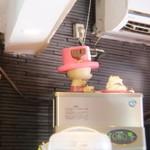 麺処ほん田 - チョッパーが入口を見てます。