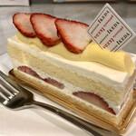 146428050 - 2021.1.17  パティスリー イケダ ショートケーキ