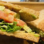 Micasadeco&Cafe - 中身たっぷりボリュームサンドイッチ