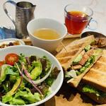 Micasadeco&Cafe - サンドイッチのランチセット ¥1100- ボリュームあって美味しいよ