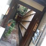南船場 麹 - 通りに面した入口
