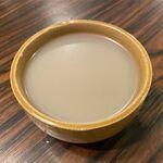 炭火焼肉 羅山 - マッコリ(495円)