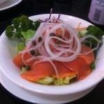 レストランブライト - スモークサーモンのサラダ
