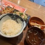 nikujirugyouzanodandadan - 焼き餃子・チャーシュー定食800円