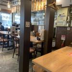 肉汁餃子のダンダダン - 店内