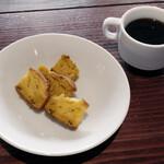 Barudeesupaniriburaginza - パウンドケーキ、コーヒー