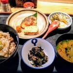 お多幸 - 豆腐茶飯と焼魚定食