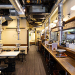 焼肉ひろ亭 - カウンター、テーブル