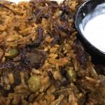 ケーシー カフェ&フード ショップ - マトンビリヤニの接写。炒め玉ねぎたくさん
