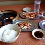 韓国天然石焼肉 さらだ - お昼から焼肉パーティーです。