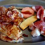 韓国天然石焼肉 さらだ - 焼肉ランチのお肉のアップ(ランチのお肉は日替わりの盛り合わせです)