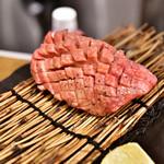 お肉一枚売りの焼肉店 焼肉とどろき - 厚切タン@790円