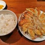 146494188 - 餃子(中12個)+ライス