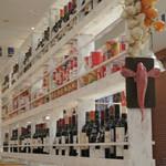 ササヤビーワイオー - 店内はワインだらけ☆ワイン好きにはたまりません・・・。