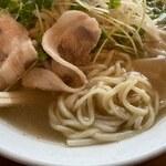 コンパル - 「コンパルラーメン」(750円)の麺アップ