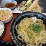 桐乃家 - 平日限定の天ぷら定食