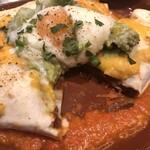 Modern Mexican MAYAluz - ワカモレと温泉卵を乗せた牛すじ煮込みのエンチラーダ(税別1,180円)