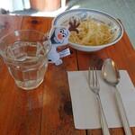 カレー&コーヒー 玉葱ハウス - 料理写真:とりあえずサラダが来ます