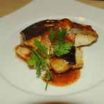 香材創作食房 アーユ - 大皿コース サワラとスズキのポワレ マデラソース