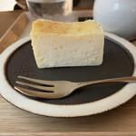 146526611 - しっかりとした生地のチーズケーキ