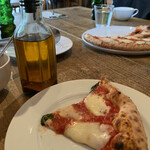 mountee - 辛味オイルとピザ