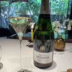 146528304 - 本日のシャンパン、アンリオ