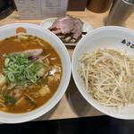 あさひ町内会 - 料理写真:辛味噌ラーメン、チャーシュー、もやし