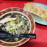 大黒 - 料理写真:黒ラーメンと餃子のセット960円