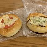 ザキパン - トマトピザ&照り焼きチキンピザ