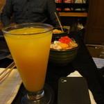さくら - たくさん食べたかったので、お酒は最初の1杯だけ、写真はオレンジジュースなり。