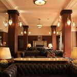 メインダイニングルーム - ホテルのロビー