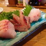 八丈島郷土料理 梁山泊 - おまかせ地魚刺盛3種1,570円