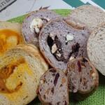 橙 - 南瓜カスタード、紫芋、ライ麦、アーモンド&ベリー他