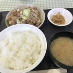 食い処 一九 - 料理写真:もつ煮込み定食