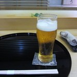 寿司 割烹 開 - 車は友人の自宅に置いてあったんで今回は代行頼んで昼間からビールで乾杯です。