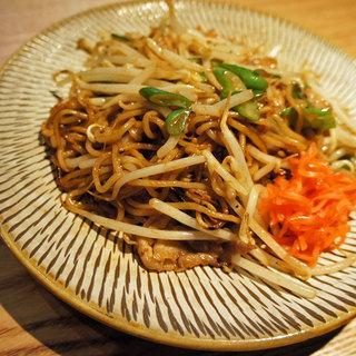 話題の塩麹や日本酒を使った酒屋ならではのオリジナル料理もおすすめ。