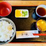 玉の助 - 卵かけご飯定食(大)