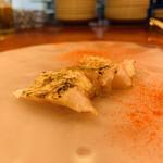 スペイン料理 アロス - ・ノドグロ炙り、パプリカパウダー掛け