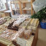 広進堂 - 和菓子も洋菓子もパンもありますミャ