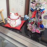 広進堂 - ここにも招き猫さん。お店のTwitterも注目ミャ