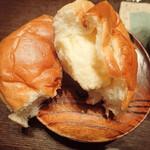 広進堂 - 中は甘いカスタード系のチーズクリームミャ